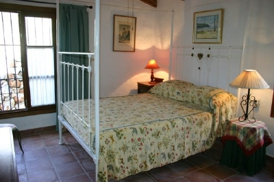 Extremely spacious en suite master bedroom with fabulous, queen-size, four poster, cast iron bed.
